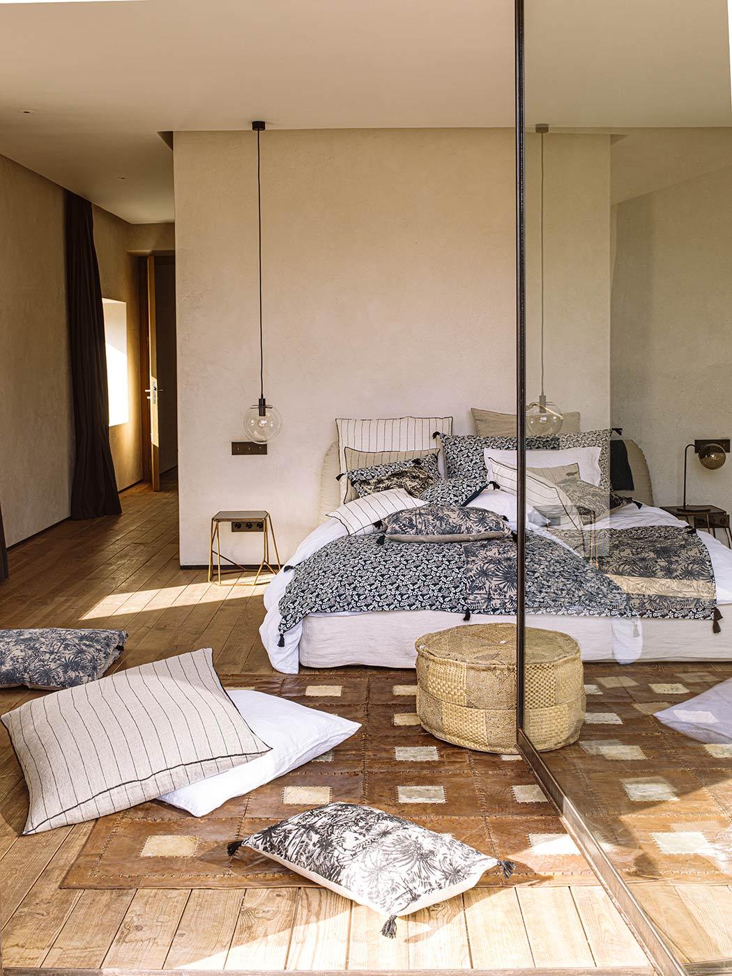 Chambre-Harmony-P10-11-Parure-Viti-et-edredon-coussins-Mahe-Gaya-Calvi14
